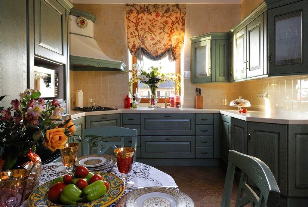 Кухня в цветах: черный, серый, светло-серый, коричневый, бежевый. Кухня в стиле прованс.