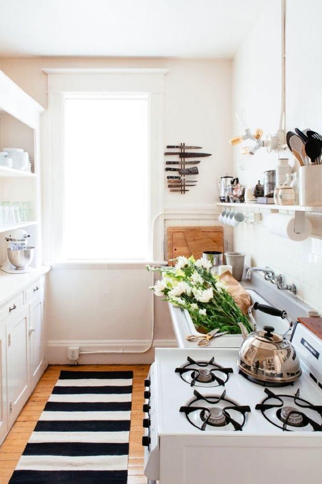 Кухня в цветах: серый, светло-серый, белый, темно-зеленый, бежевый. Кухня в стиле скандинавский стиль.