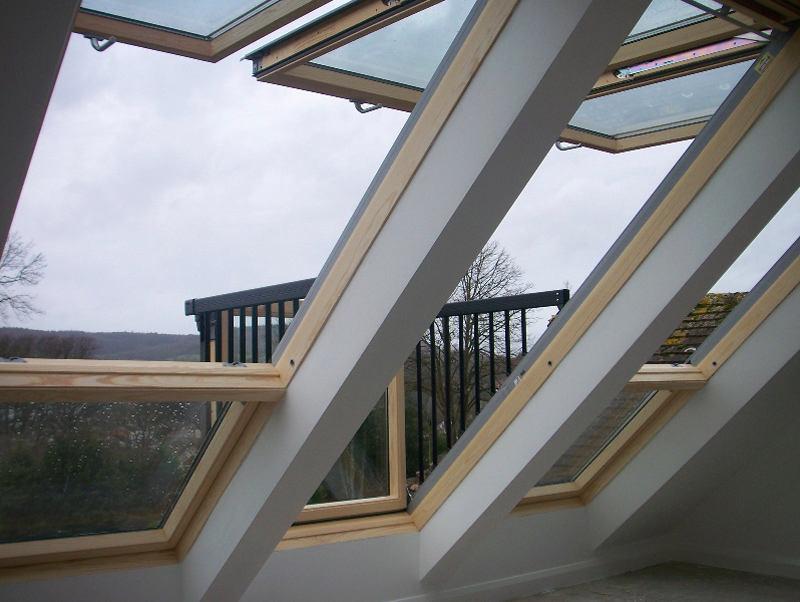 Балкон, веранда, патио в цветах: черный, серый, светло-серый, белый, коричневый. Балкон, веранда, патио в стиле минимализм.