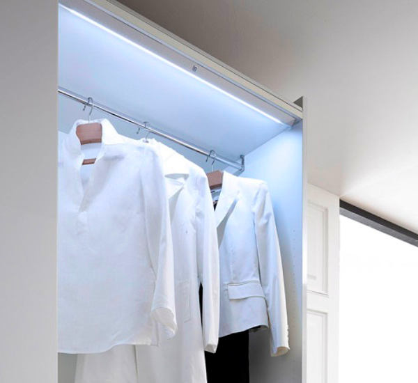 Мебель и предметы интерьера в цветах: голубой, серый, светло-серый, белый. Мебель и предметы интерьера в стиле минимализм.