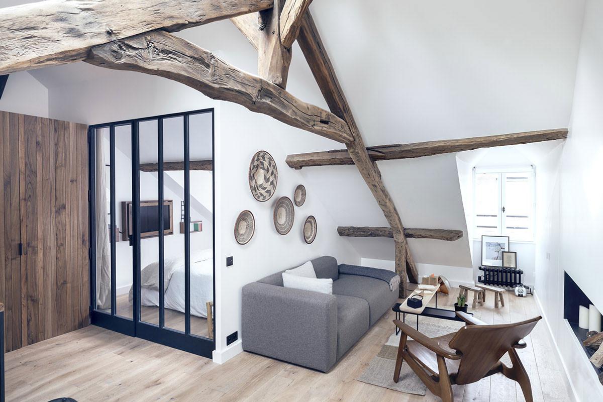 Так умеют только в Париже: маленькая минималистичная квартира в мансарде квартала Маре