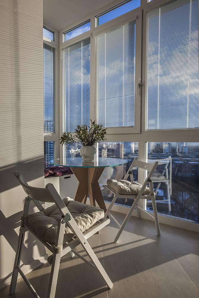 Балкон в  цветах:   Бежевый, Бирюзовый, Светло-серый, Серый, Темно-коричневый.  Балкон в  стиле:   Минимализм.