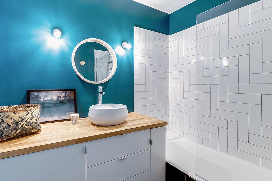 Ванная в  цветах:   Бирюзовый, Светло-серый, Серый, Синий.  Ванная в  стиле:   Скандинавский.