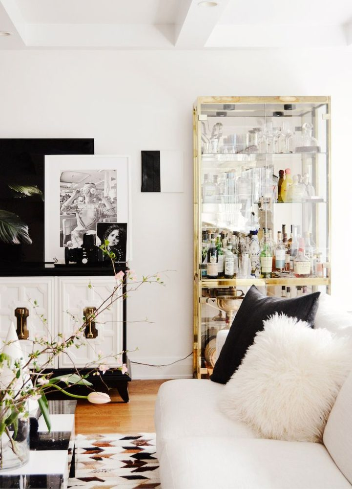 Вдохновение в  цветах:   Бежевый, Белый, Светло-серый, Черный.  Вдохновение в  .