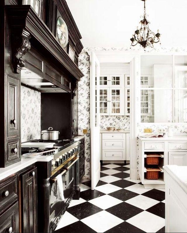 Кухня/столовая в  цветах:   Белый, Светло-серый, Серый, Темно-коричневый, Черный.  Кухня/столовая в  стиле:   Неоклассика.