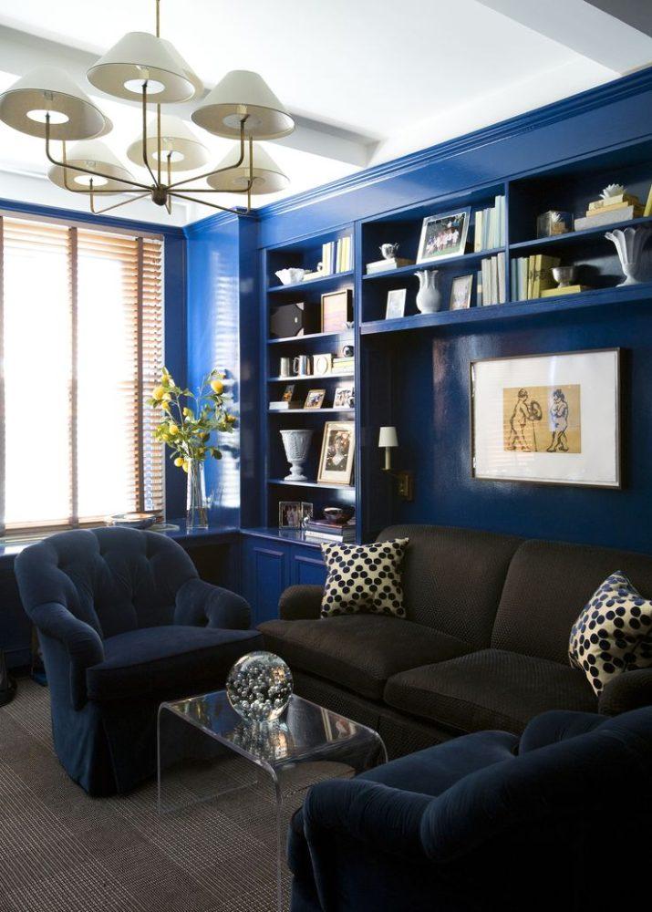 Гостиная в  цветах:   Белый, Светло-серый, Серый, Фиолетовый, Черный.  Гостиная в  стиле:   Неоклассика.