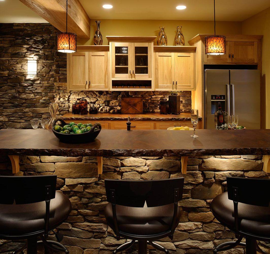 Кухня/столовая в  цветах:   Бежевый, Желтый, Коричневый, Темно-коричневый, Черный.  Кухня/столовая в  стиле:   Кантри.
