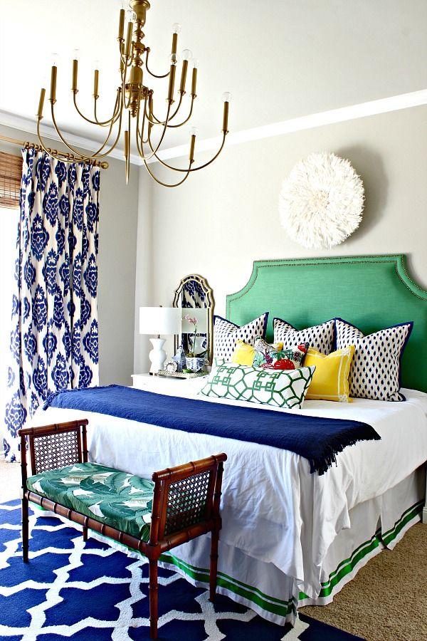Спальня в  цветах:   Белый, Светло-серый, Серый, Фиолетовый, Черный.  Спальня в  стиле:   Эклектика.