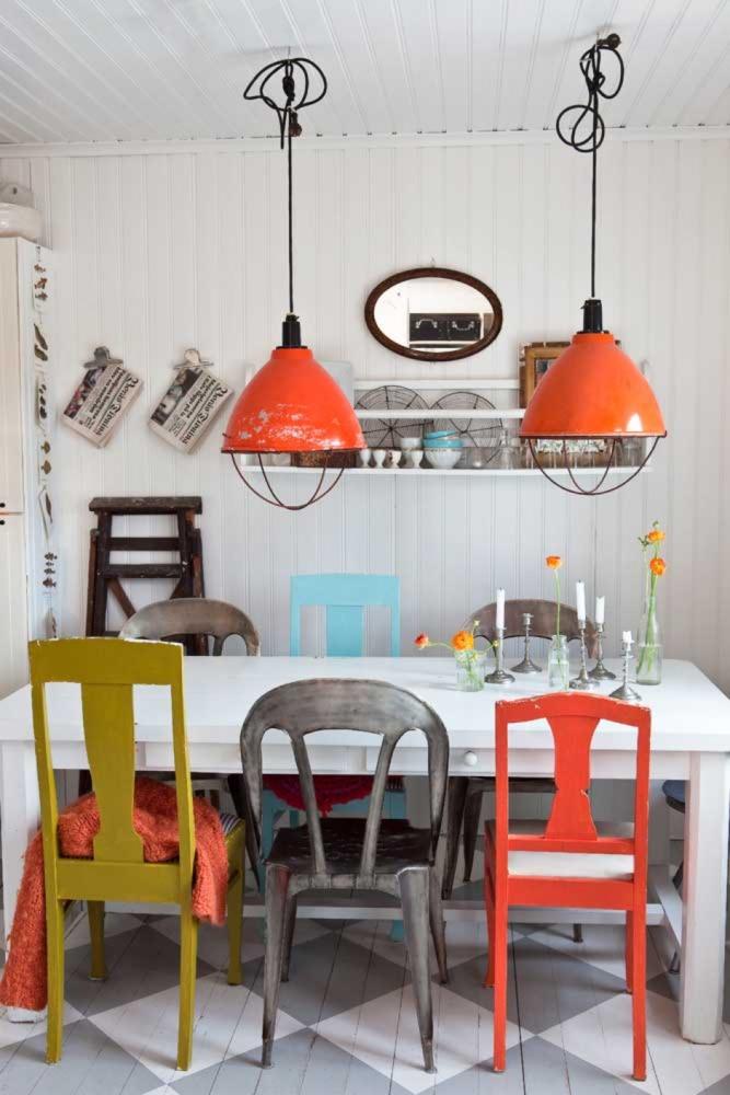 Кухня/столовая в  цветах:   Бежевый, Светло-серый, Серый, Темно-коричневый.  Кухня/столовая в  стиле:   Скандинавский.