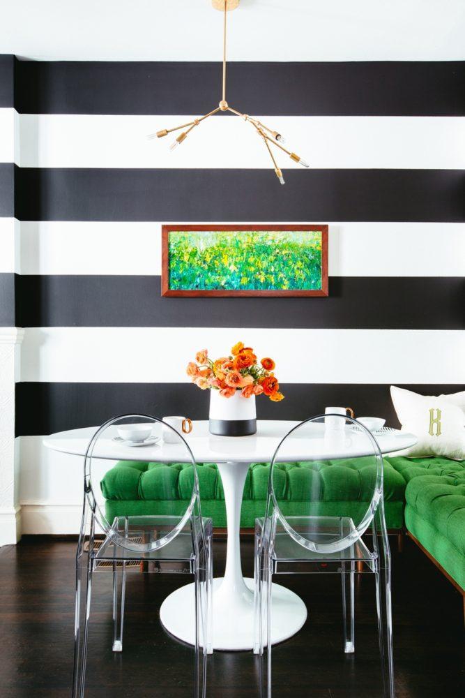 Кухня/столовая в  цветах:   Белый, Светло-серый, Серый, Темно-зеленый, Черный.  Кухня/столовая в  стиле:   Эклектика.