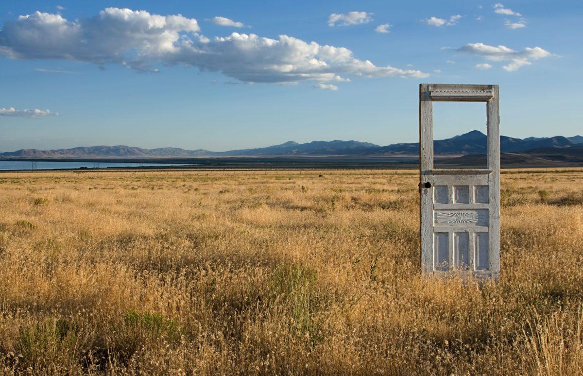 Чем заменить дверь: 5 вариантов