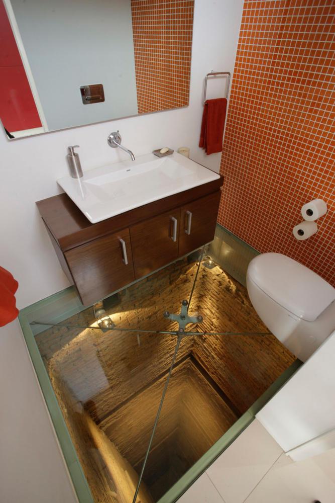 Туалет в  цветах:   Бежевый, Бордовый, Коричневый, Светло-серый, Темно-коричневый.  Туалет в  стиле:   Минимализм.