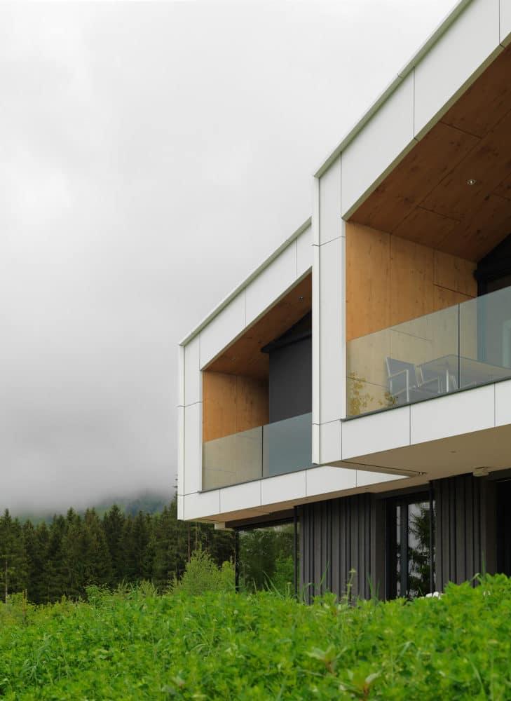 Архитектура в  цветах:   Белый, Светло-серый, Темно-зеленый, Темно-коричневый, Черный.  Архитектура в  .