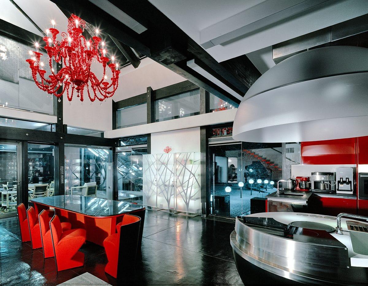 Уникальный стеклянный дом в Подмосковье для семейной пары