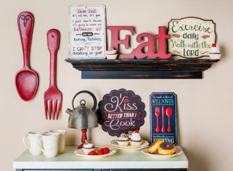 Кухня/столовая в  цветах:   Светло-серый, Черный, Бежевый.  Кухня/столовая в  стиле:   Кантри.