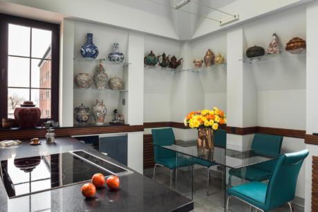 Кухня/столовая в  цветах:   Светло-серый, Серый, Бежевый, Бордовый, Фиолетовый.  Кухня/столовая в  стиле:   Минимализм.