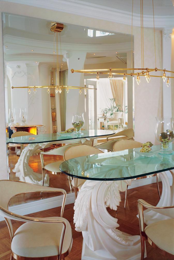 Кухня/столовая в  цветах:   Бежевый, Бордовый, Коричневый, Светло-серый.  Кухня/столовая в  стиле:   Классика.