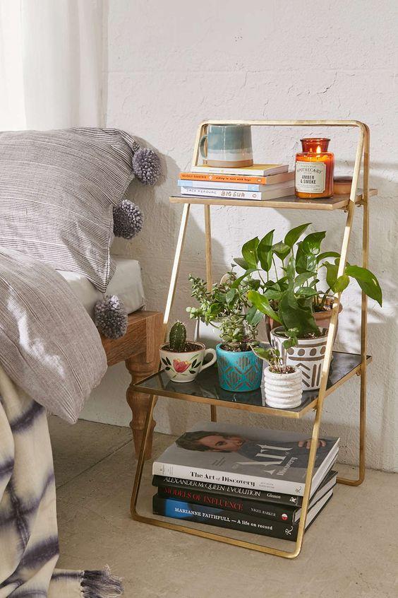 Спальня в  цветах:   Бежевый, Коричневый, Светло-серый, Темно-зеленый.  Спальня в  стиле:   Скандинавский.