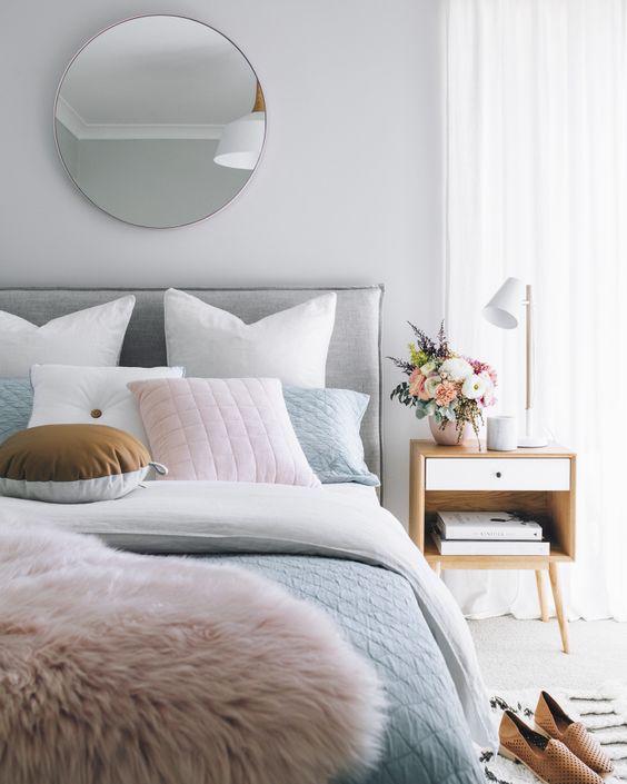 Спальня в  цветах:   Коричневый, Светло-серый, Серый, Темно-коричневый.  Спальня в  стиле:   Минимализм.