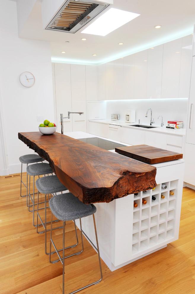 Кухня/столовая в  цветах:   Коричневый, Оранжевый, Светло-серый, Темно-коричневый.  Кухня/столовая в  стиле:   Скандинавский.