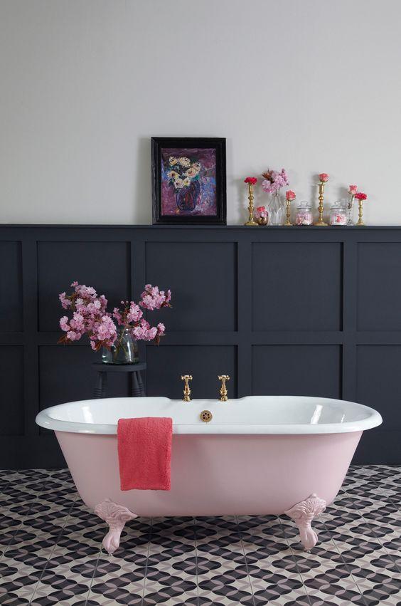 Ванная в  цветах:   Коричневый, Светло-серый, Серый, Сиреневый, Фиолетовый.  Ванная в  стиле:   Минимализм.