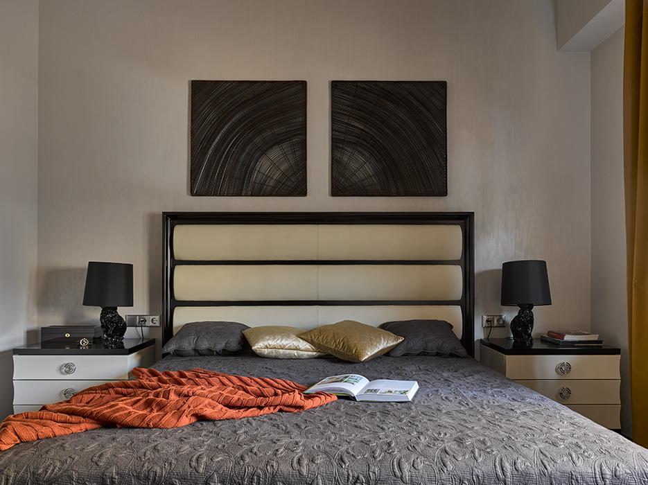Спальня в  цветах:   Коричневый, Оранжевый, Светло-серый, Темно-коричневый.  Спальня в  стиле:   Минимализм.