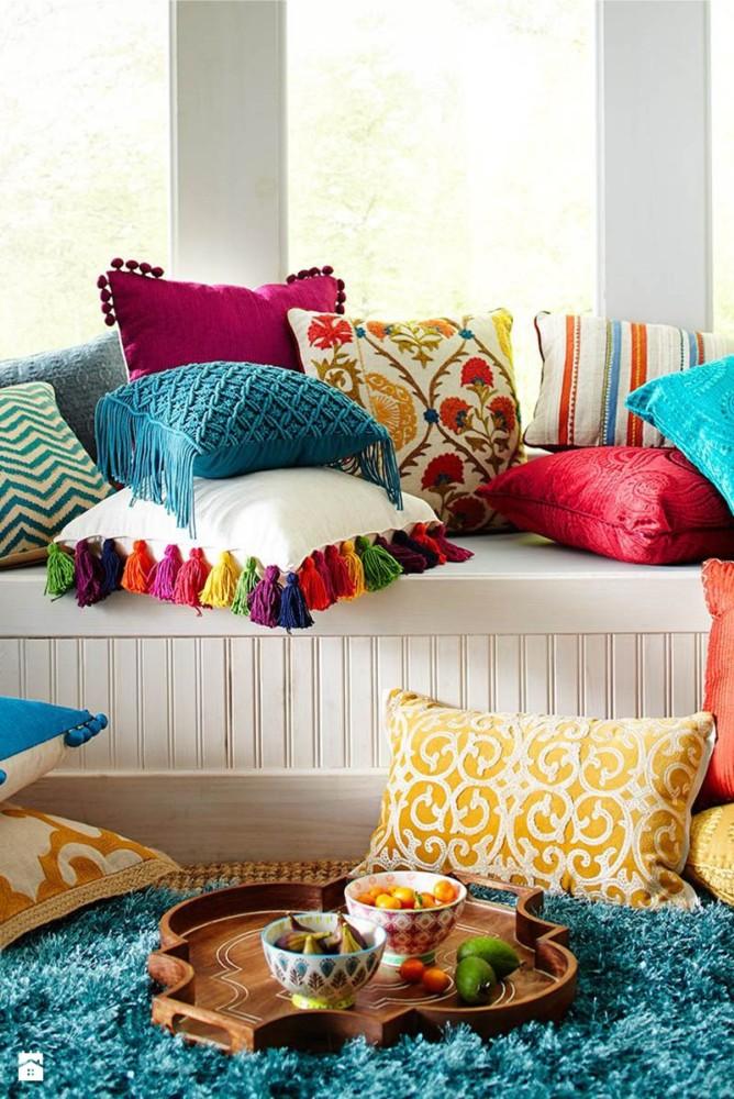 Гостиная в  цветах:   Бежевый, Бордовый, Голубой, Синий.  Гостиная в  стиле:   Минимализм.