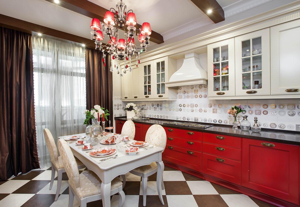 Кухня/столовая в  цветах:   Бежевый, Бордовый, Коричневый, Темно-коричневый.  Кухня/столовая в  стиле:   Неоклассика.