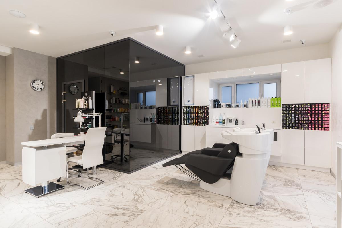 Вид на лабораторию и соло-кабинет, где оказываются услуги VIP-клиентам.