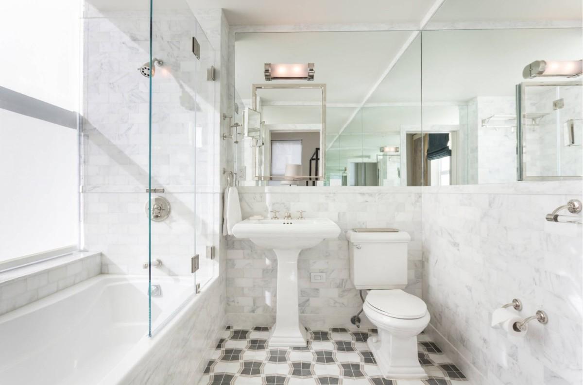 Подборка хитростей, как обустроить маленькую ванную комнату
