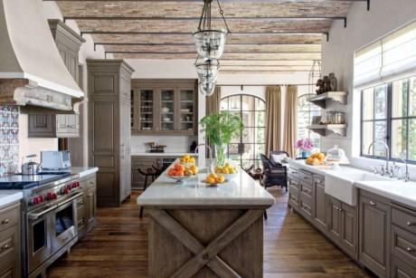 Кухня/столовая в  цветах:   Бежевый, Коричневый, Темно-коричневый.  Кухня/столовая в  стиле:   Американский стиль.