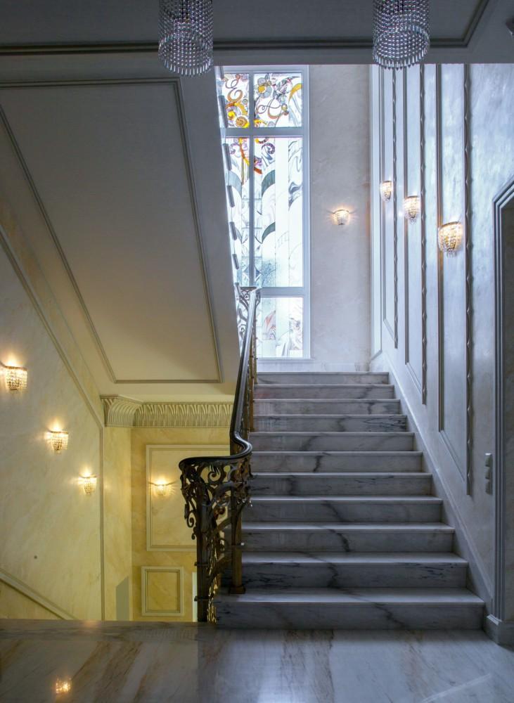 Вид на лестницу.