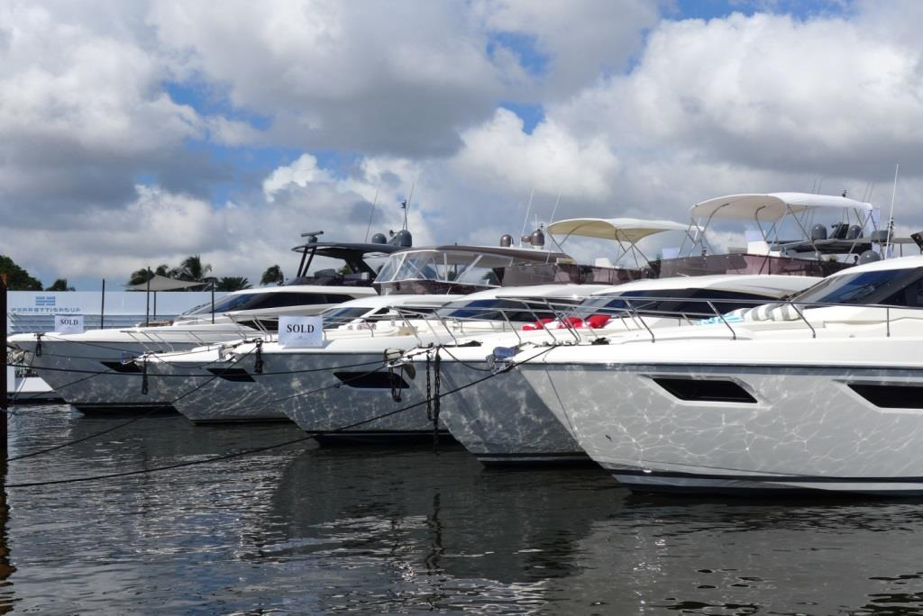 Сколько стоит плавучий дом и как выглядит яхта мечты: выставка яхт в США