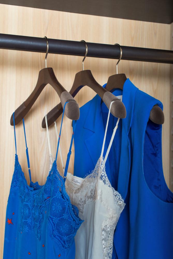 в  цветах:   Бежевый, Бирюзовый, Синий, Темно-коричневый.  в  .