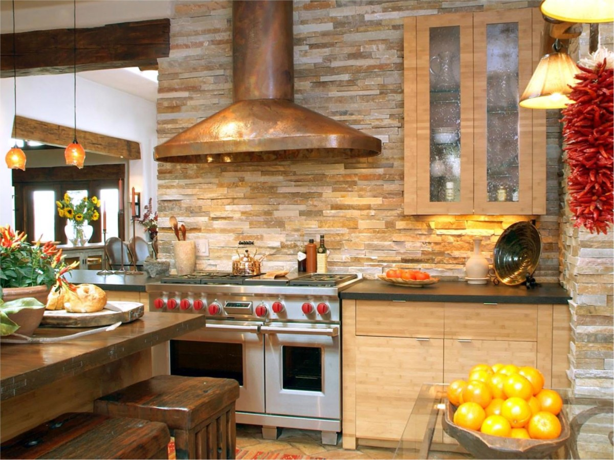 Кухни в стилях рустик и кантри с интересными фартуками: 20 вариантов