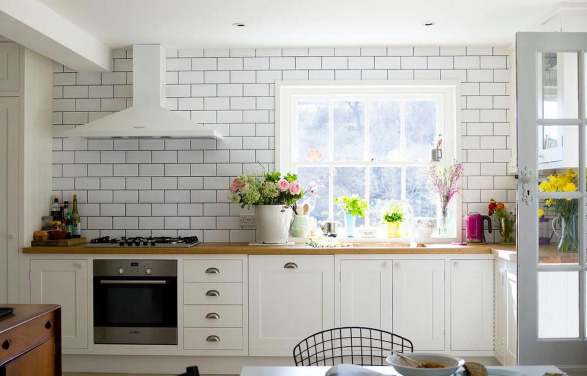 Из чего сделать кухонный фартук: 6 вариантов на выбор