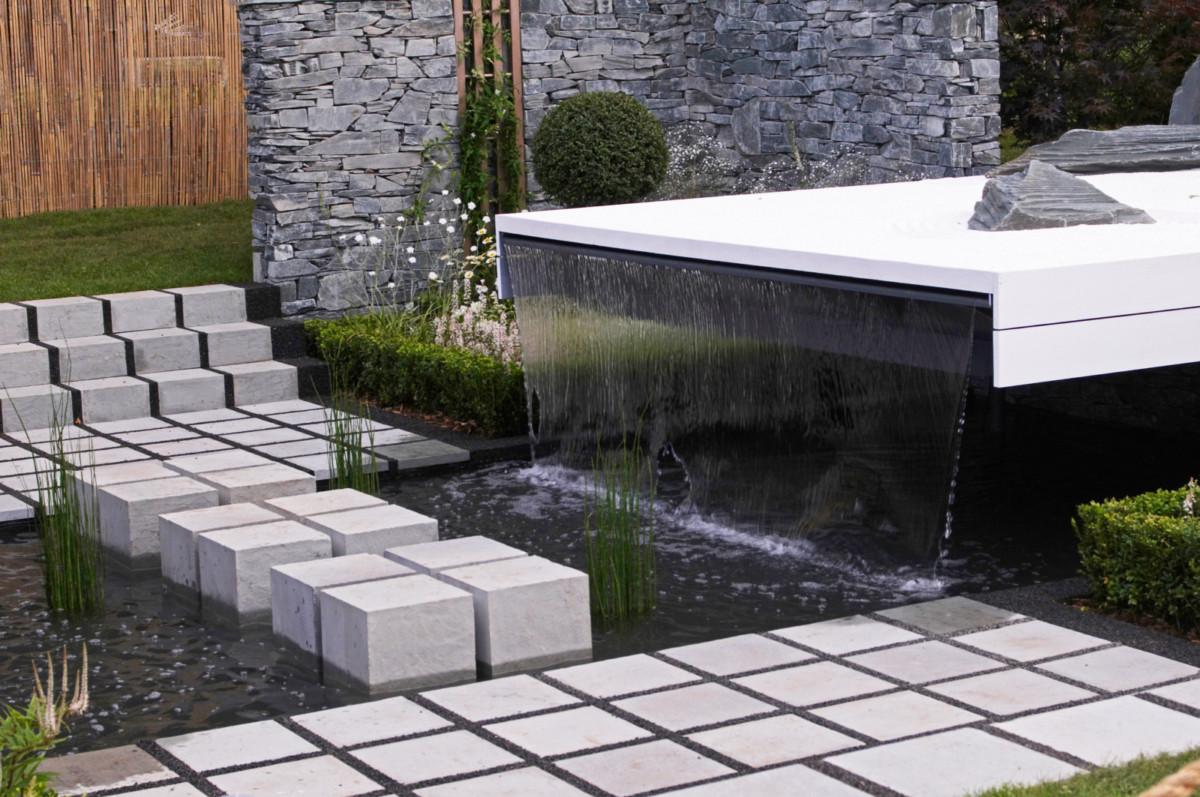 Фонтан, дачный пруд или декоративный ручей: как украсить сад