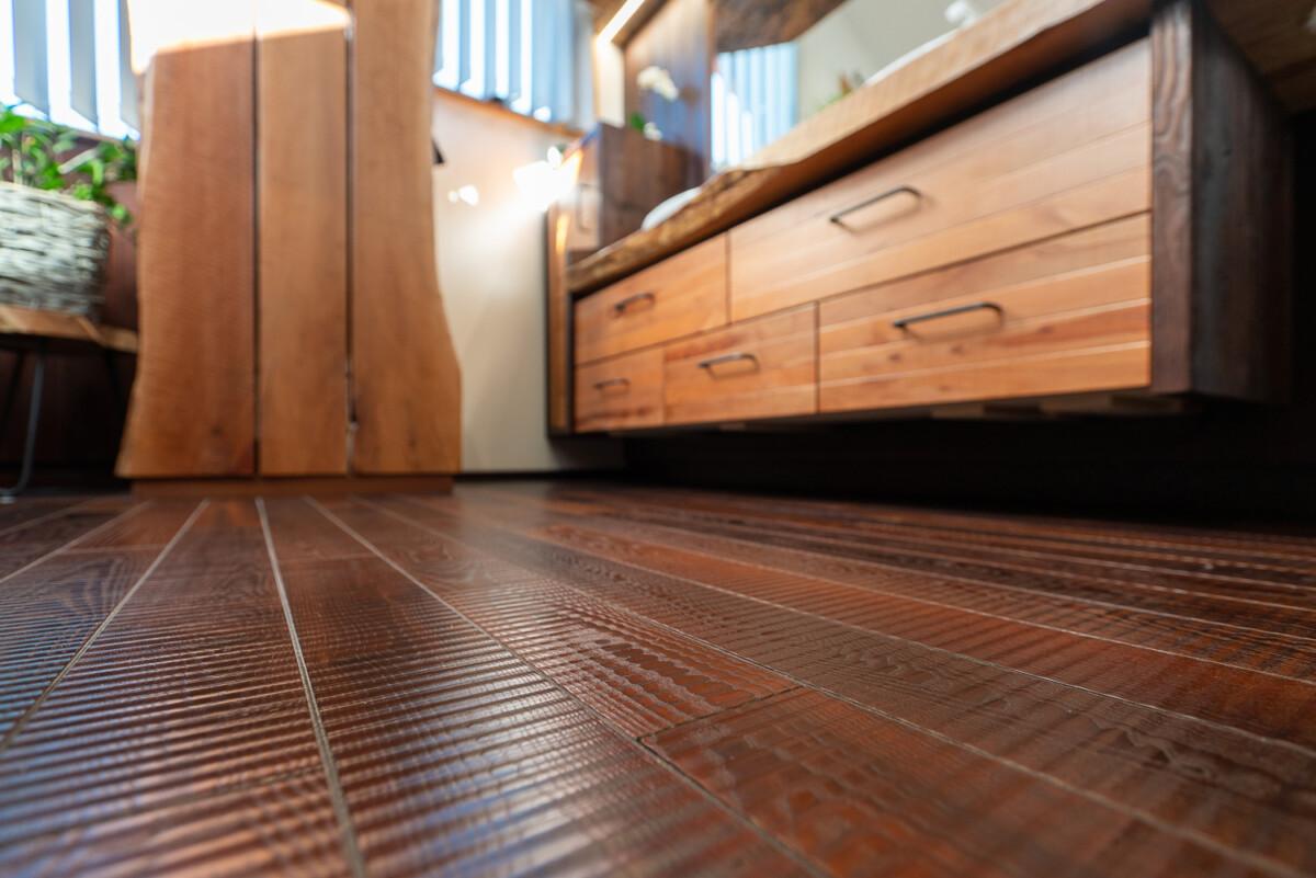 Деревянный пол в ванной: можно ли делать и какой лучше