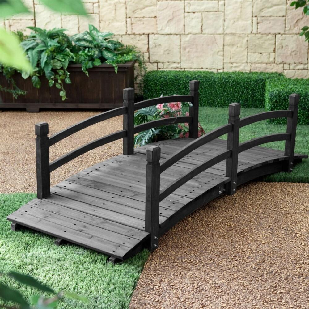 Как украсить сад с помощью декоративного мостика