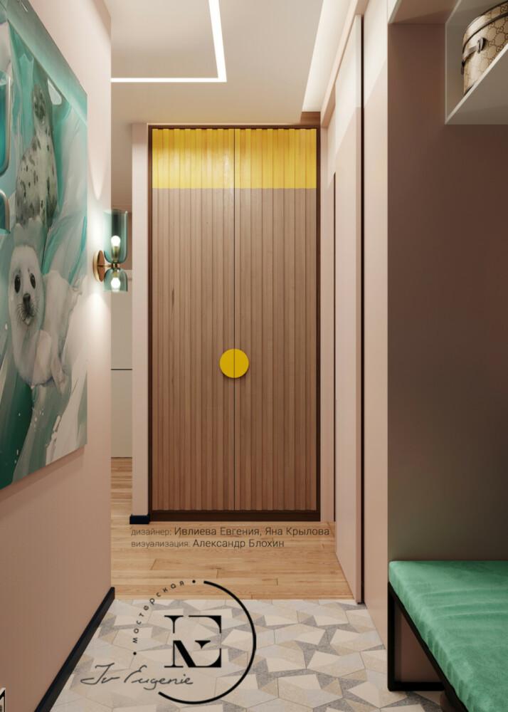 Прихожая в стиле Soleray выполнена в светлых тонах. Разделение входной зоны и основного помещения проходит по полу. Яркий постер на боковой стене хорошо гармонирует с банкеткой нежно-мятного цвета.